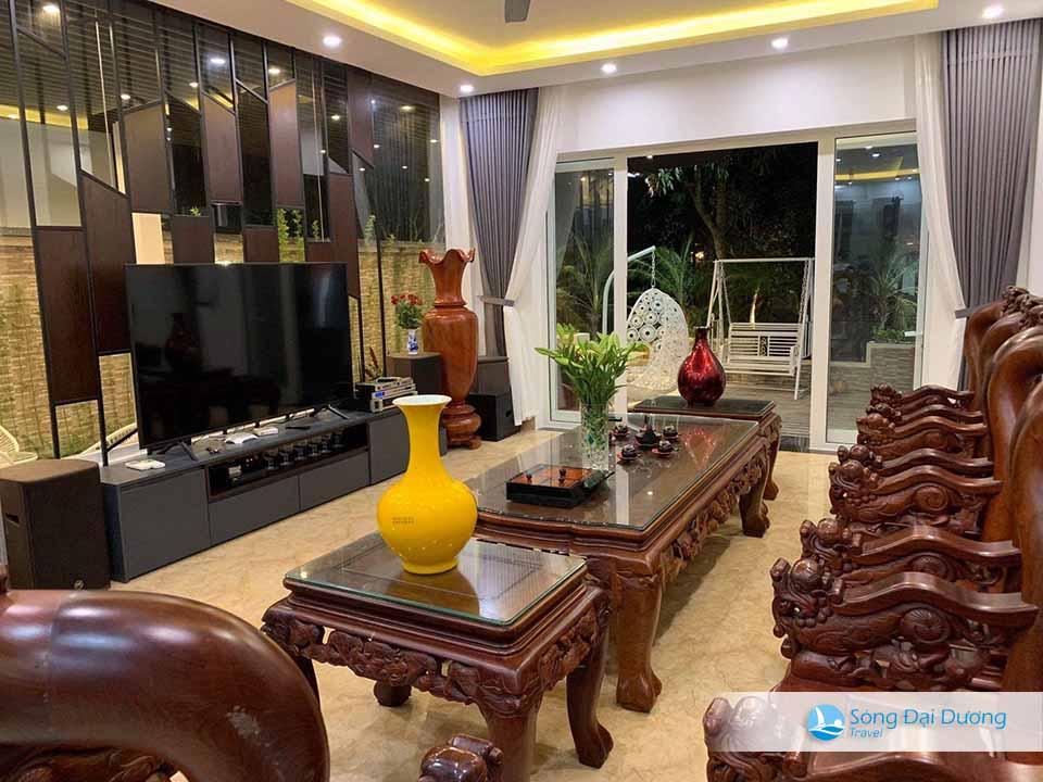 Phòng khách rộng với đầy đủ trang thiết bị tiện nghi